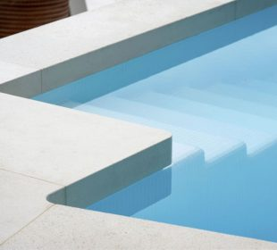 Tips For Selecting The Right Pool Coping Tiles